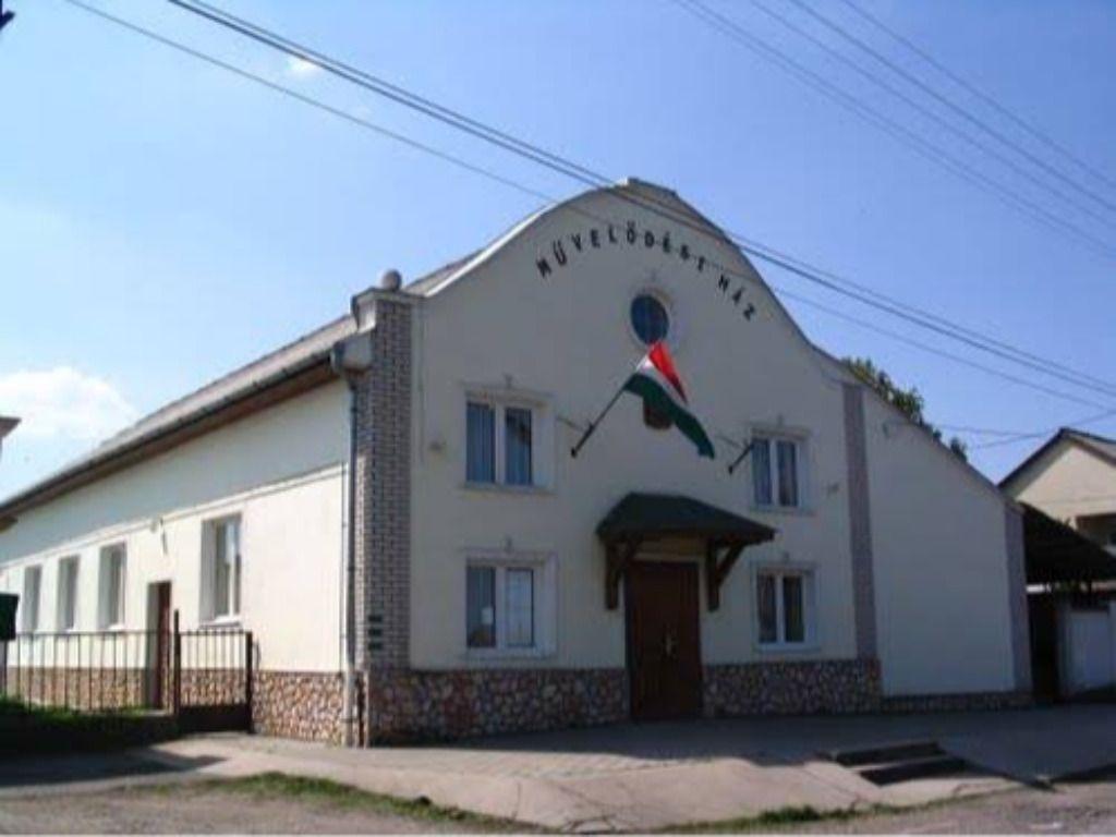 Taktaharkány-Művelődési Ház