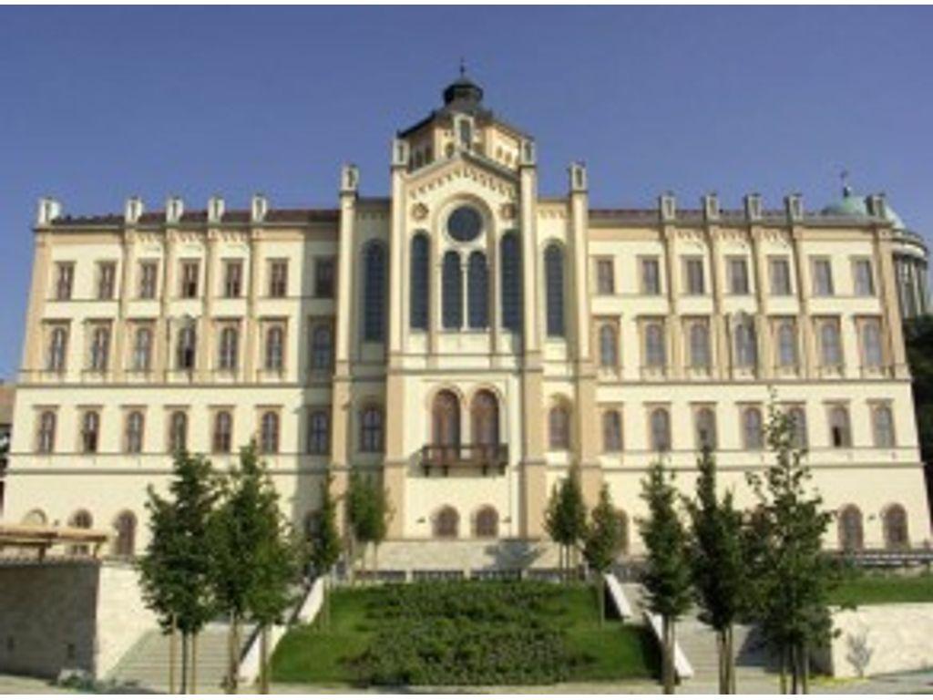 Szent Adalbert Központ