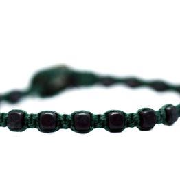 Βραχιόλι με δεμένες χάντρες αιματίτη 4mm και σχήμα κύβου σε πράσινο