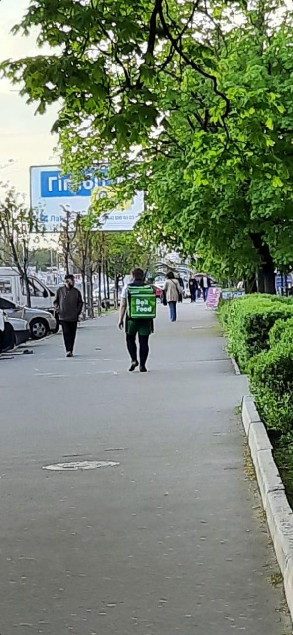 У Києві викрили нахабного шахрая, який прикидається кур'єром служби доставки