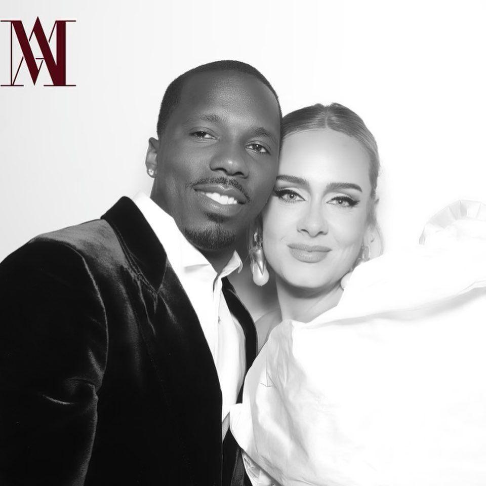 Знову щаслива: Адель в розкішному вбранні похвалилася фото з нареченим-мільйонером