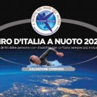 Salvatore Cimmino sta compiendo il Giro d'Italia a nuoto 2021