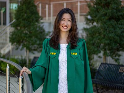 Mentorship, research and volunteer experiences helped shape UAB graduate with medical school plans