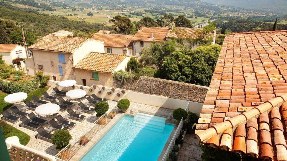 Hôtel de charme, piscine vue sur la Cadière d'Azur