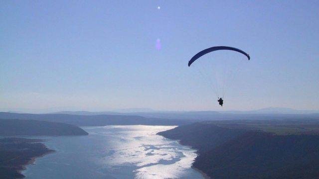 Parapente sur le Lac de la Sainte Croix