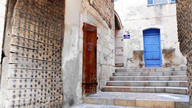 Ruelle et porte à la Cadière d'Azur