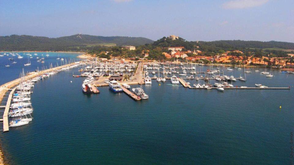 Ile de Porquerolles port et village
