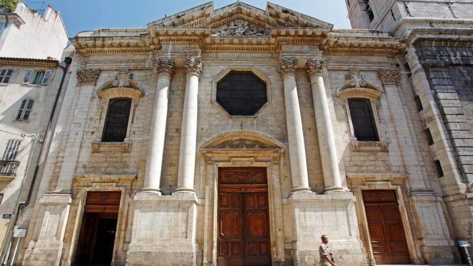 Place de la Cathédrale à Toulon