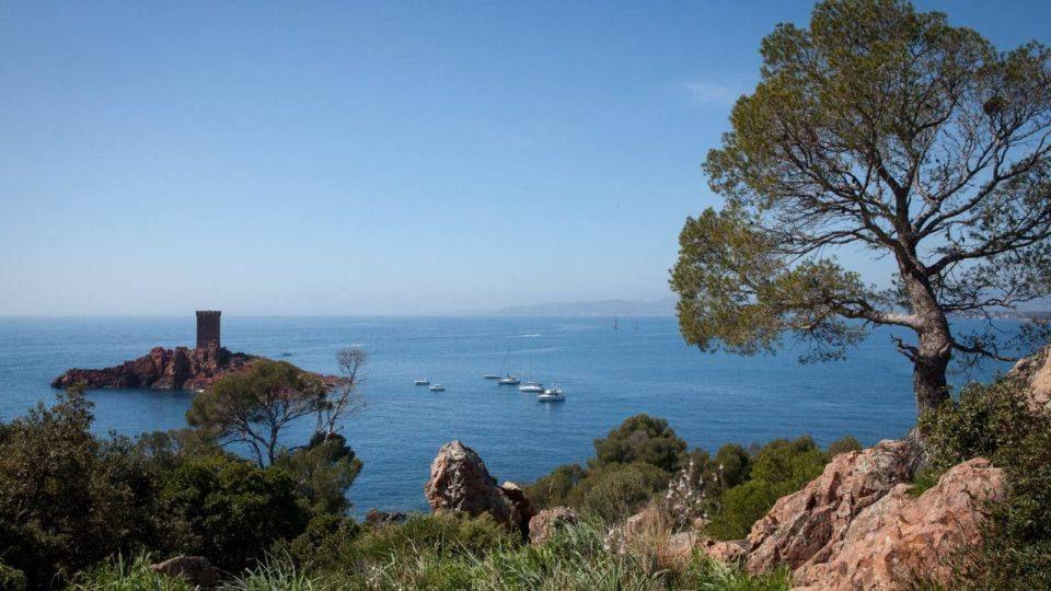 Le littoral et l'ile d'Or au Dramont