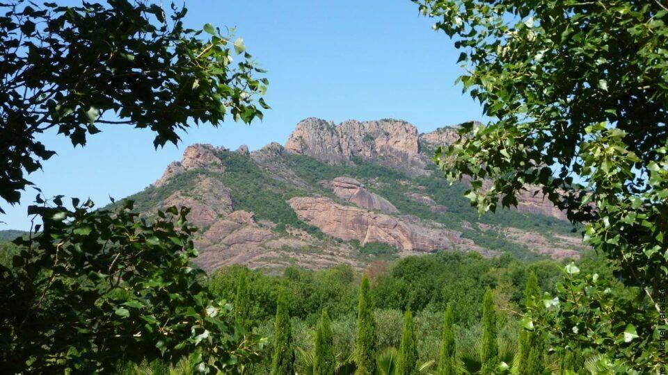 La splendeur du rocher de Roquebrune-sur-Argens