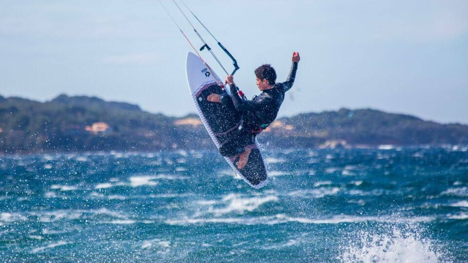 kitesurfeur en plein vol