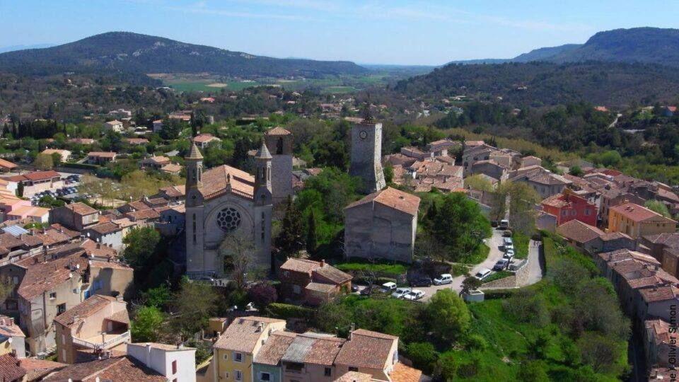 Vue aérienne sur le village de Rians