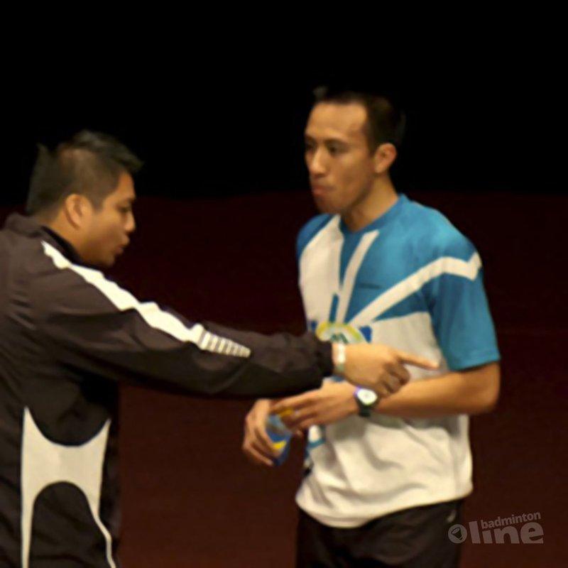 Play badminton - Dicky Palyama