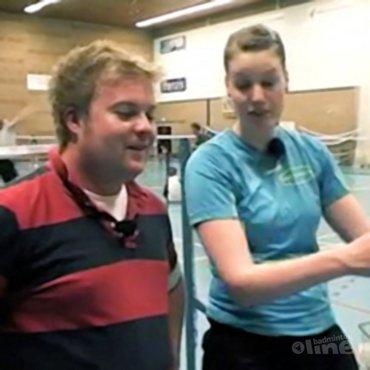 Justin Teeuwen geeft badmintonles bij AMOR in Groningen