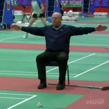 VIDEO: Jan Nijkamp maakte ode aan de referees en lijnrechters van het EK Badminton 2012