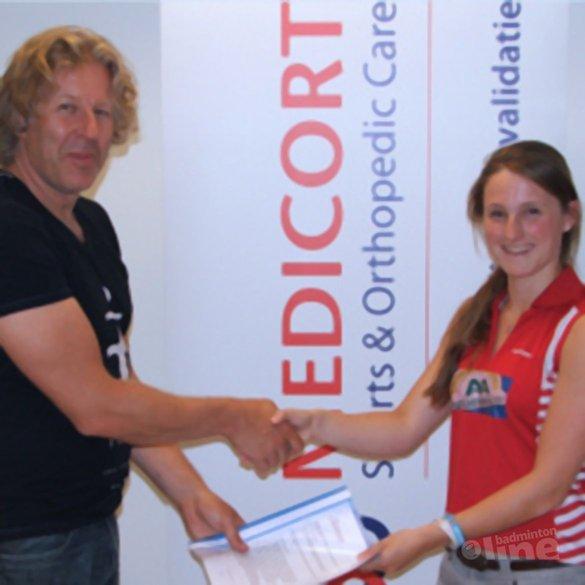 Kirsten van der Valk heeft haar eigen fysio tijdens het Carlton NK 2013 - Kirsten van der Valk