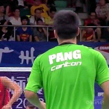 Eric Pang strijdend ten onder tegen Olympisch kampioen