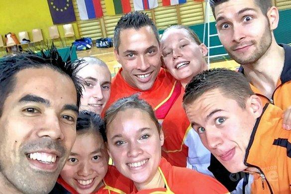 Nationale badmintonteam doet mee aan #teamselfie actie van badmintonline.nl - Alida Chen