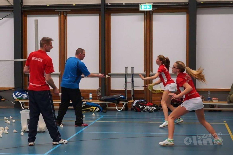 Albert Beek assisteert bij training Team Van Velzen