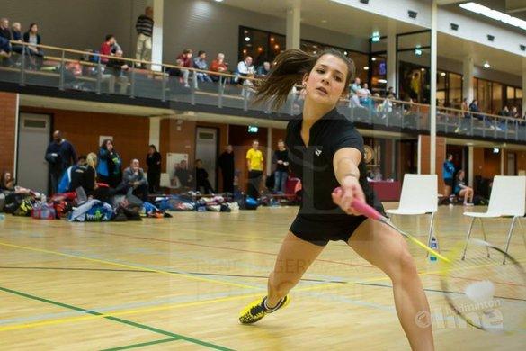 Manon Sibbald legt het af tegen ervaring van Pascalle van Nielen tijdens Carlton Eredivisie-match - René Lagerwaard