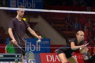Pluimballers Arends en Piek door naar tweede ronde Singapore Open; Eefje Muskens geblesseerd