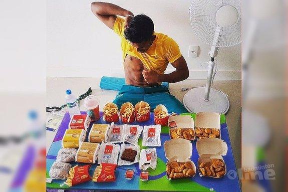 Badmintonner eet Olympisch badmintonverdriet weg met McDonald's menu van 8.000 calorieën - Sawan Serasinghe