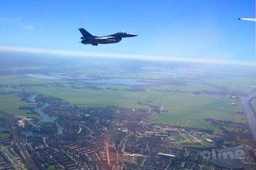 Badmintonner Selena Piek met F16-escorte over Weesp
