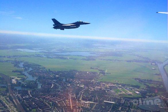 Badmintonner Selena Piek met F16-escorte over Weesp - Selena Piek