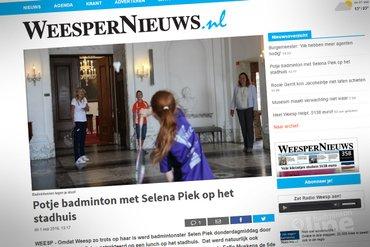 Potje badminton met Selena Piek op het stadhuis