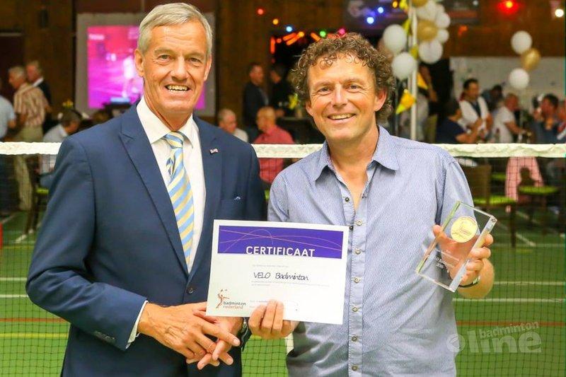 Erepenning voor 50-jarig VELO Badminton - René Lagerwaard