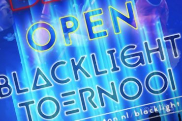 Recreatief blacklight badmintontoernooi in Amersfoort
