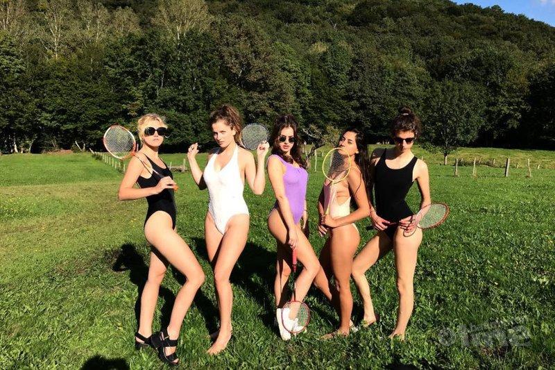 Bekende Vlaming Olga Leyers toont dat badminton en badpak een sexy combinatie vormen - Olga Leyers