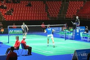 Japanse badmintontopper Kento Momota opnieuw te sterk voor Nederlands Kampioen Mark Caljouw