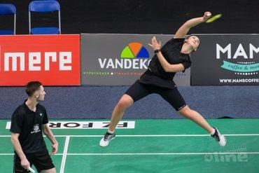 Ruben Jille en Imke van der Aar door oog van de naald op FZ Forza NK Badminton
