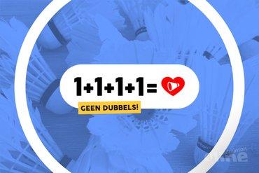 Badmintonnen in groepjes van vier: niet dubbelen!