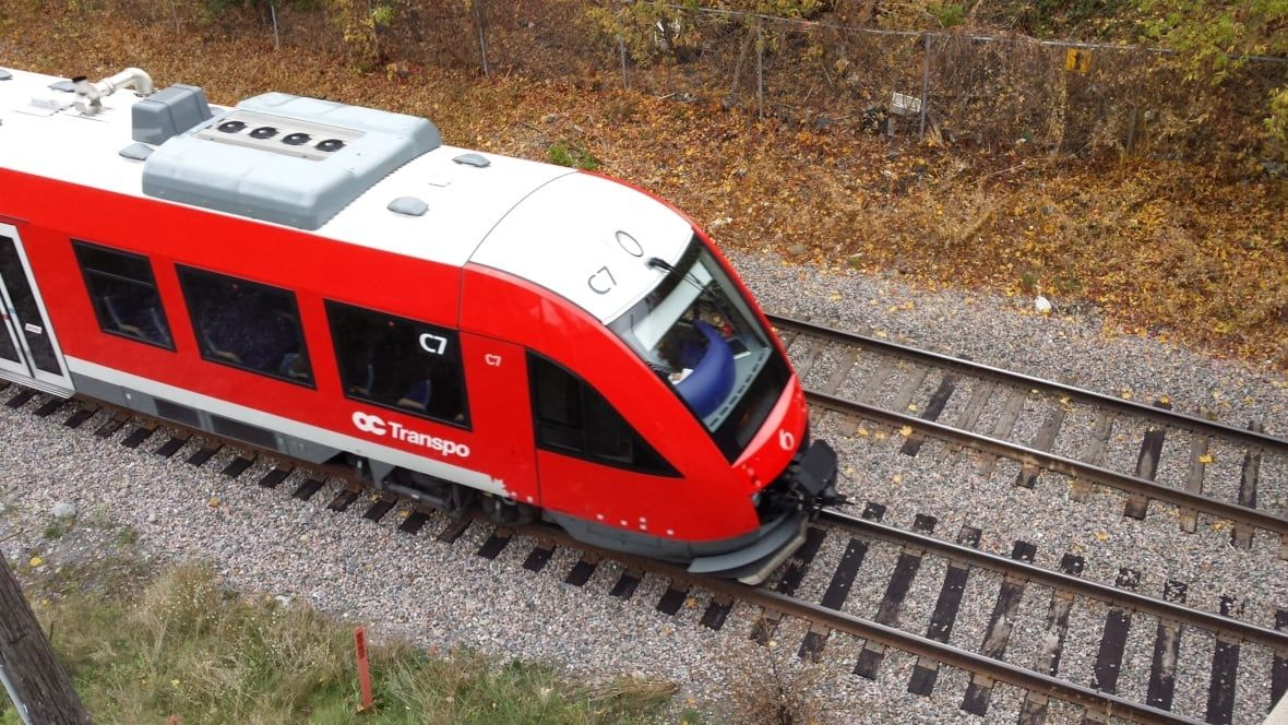 Ottawa faces railway safety 'threat' after O-Train ignores stop signal — twice