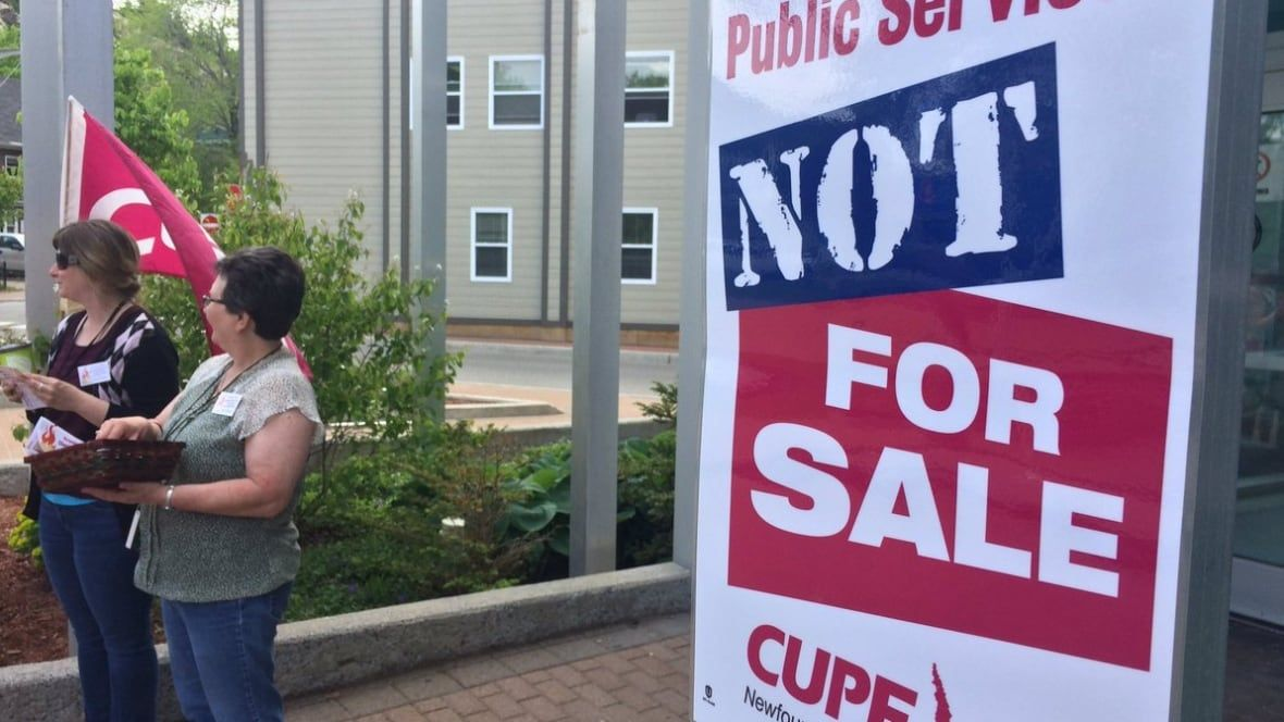 Public library workers hold information pickets across N.L.