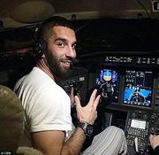 艾達杜蘭擅闖飛機駕駛艙,將連累機組人員受罰