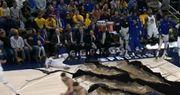 【真幽默】Curry稱Klay扣籃引發地震,引致他跌倒