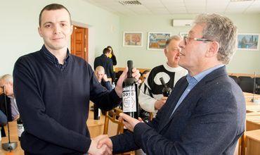 Советники из Кагула за бутылку вина продают Родину