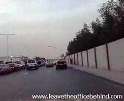 porsche-carrera-gt-e-bmw-m5-drift-nel-traffico