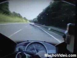 bugatti-veyron-vs-yamaha-r1