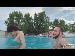 come-rimorchiare-in-piscina