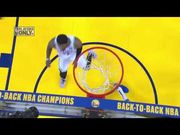 Jayson Tatum從後飛身封阻KD,把籃球從KD手上搶到自己手中
