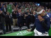 Isaiah Thomas重返波士頓主場,全場球迷為他歡呼!