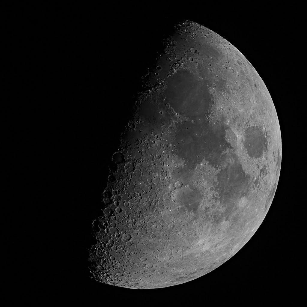 [Image: Moon_10_4_2011e.jpg]