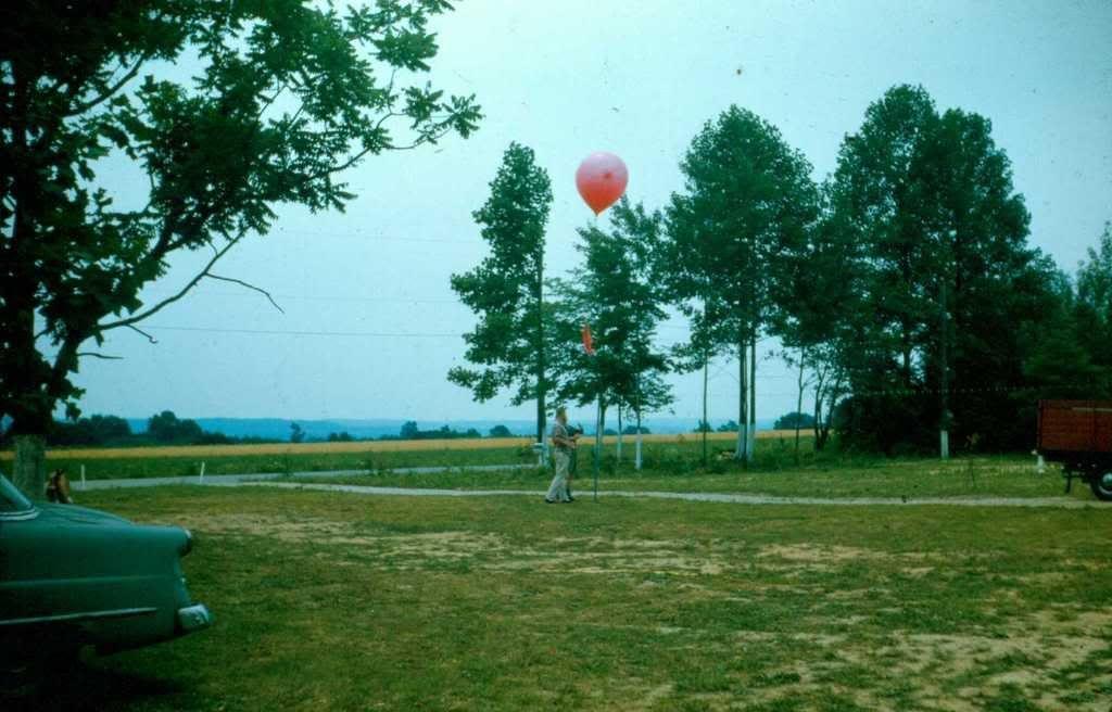 [Image: fieldday-1966-RonBaileyEdStolzfuswi.jpg]