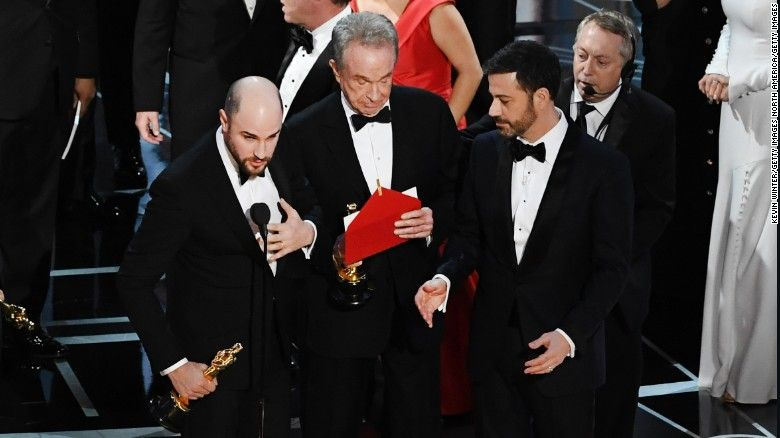 Oscars keeping accounting firm despite best picture snafu