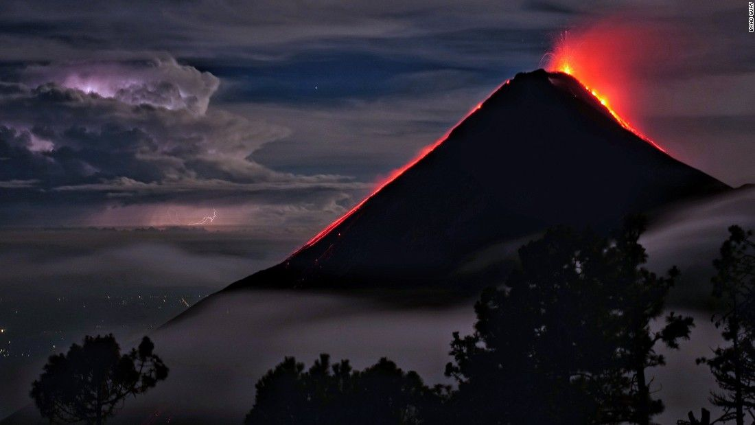 Social media 'erupts' with images of Guatemalan volcano eruption