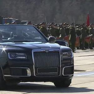 """""""Кабриолетът на Путин"""" с дебют на Парада на победата"""